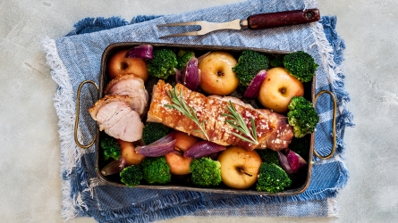Sliced Crackling Roast Pork with Apples,