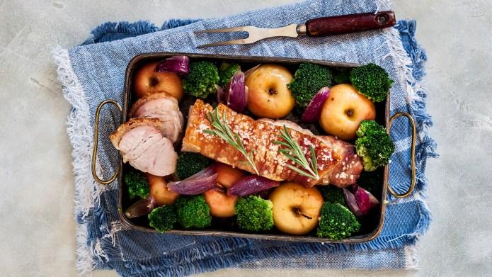 Sliced Crackling Roast Pork with Apples,