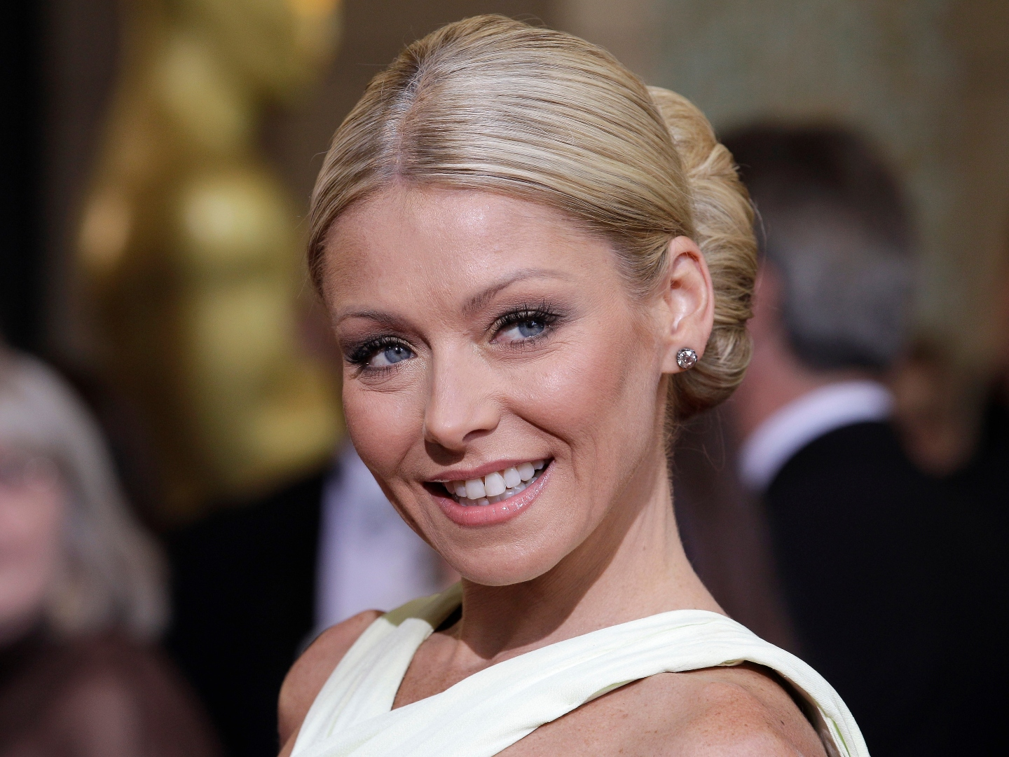 Best Photos Of Kelly Ripa Through The Years 1973 To 50th Birthday Sheknows