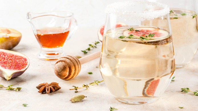 Fall cold sweet white wine cocktail