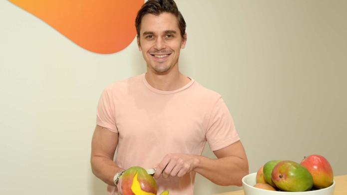 Antoni Porowski for National Mango Board
