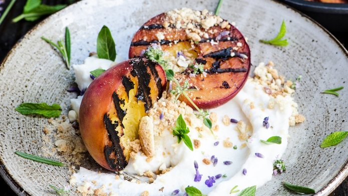 Grilled peaches with ricotta, honey, biscuits