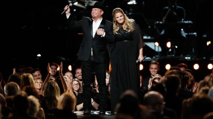 Garth Brooks and Trisha Yearwood perform