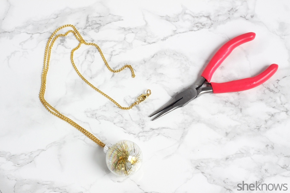 diy-mini-ornament-necklace-for-the-holidays: Step 4 | Sheknows.com