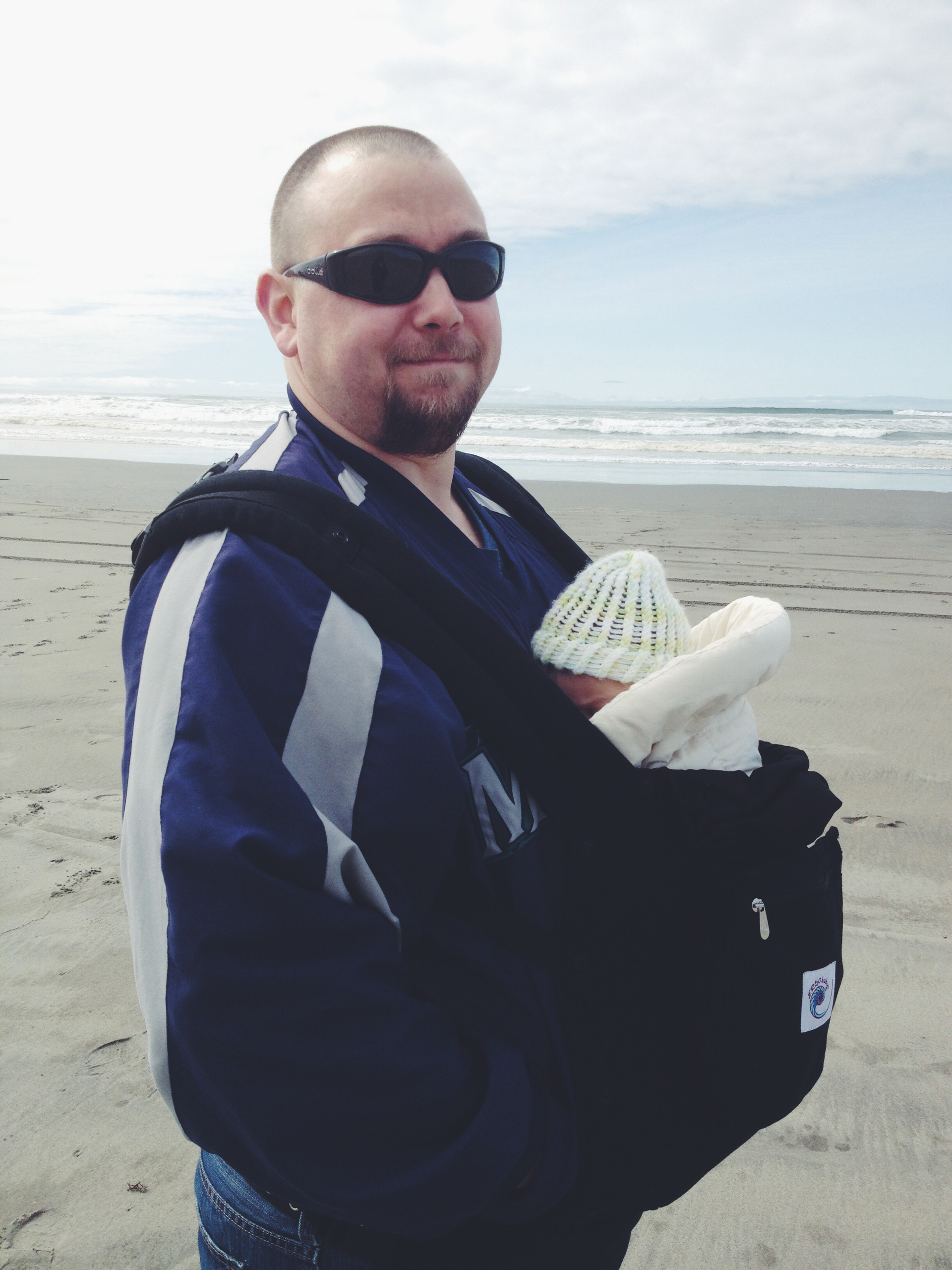 Dads keep you warm at the beach | Sheknows.com