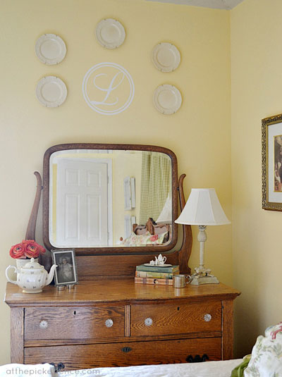 Vintage details for a charming bedroom