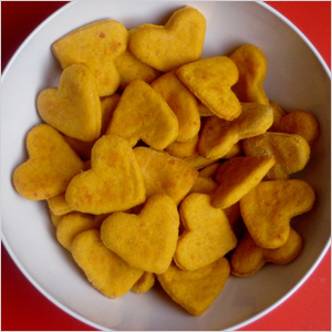 Sweet potato cheddar heart crackers | Sheknows.com