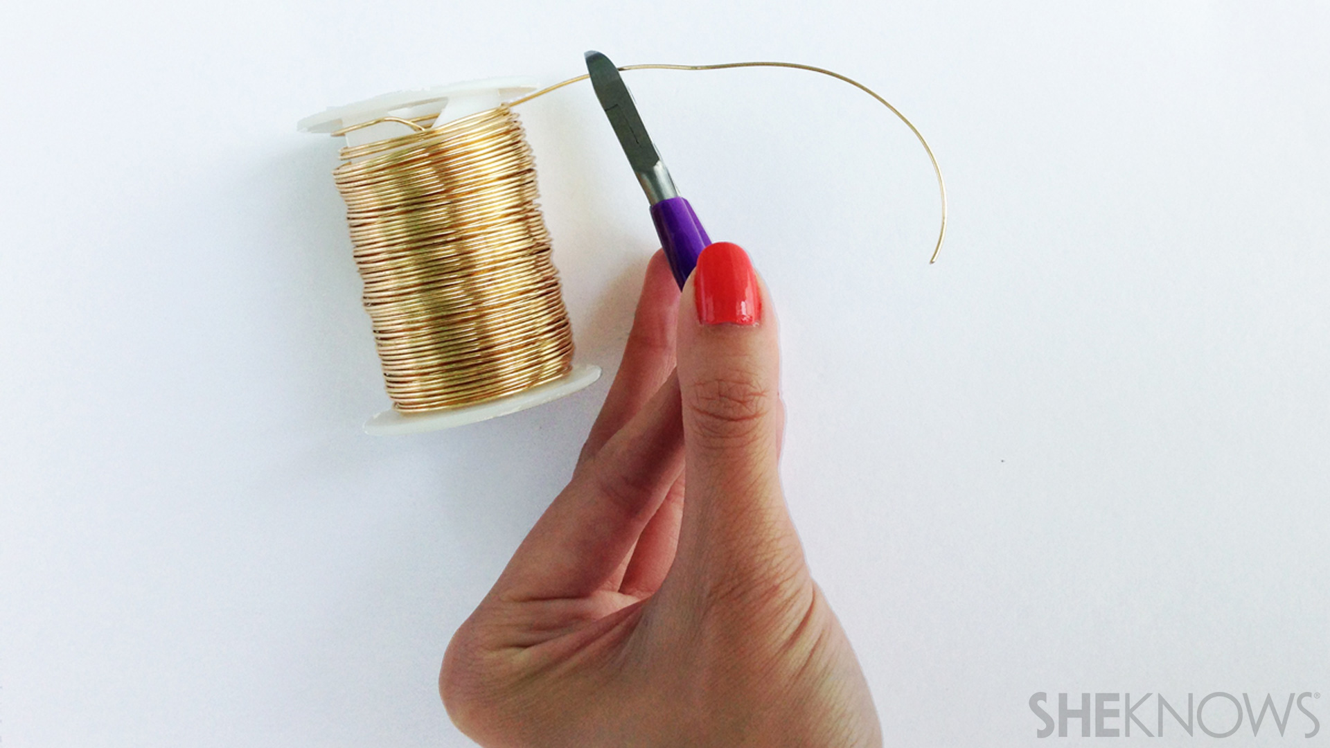 Cut the wire for the DIY midi ring