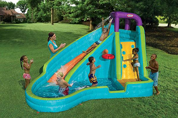 Slam 'N Curve Inflatable Water Slide | Sheknows.com