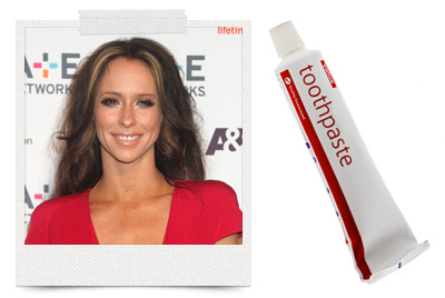 Jennifer Love Hewitt uses toothpaste as a pimple remover