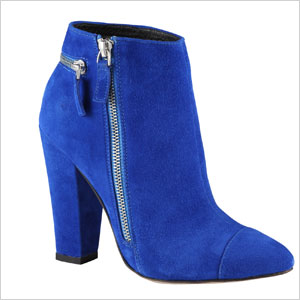 Also electric blue boots