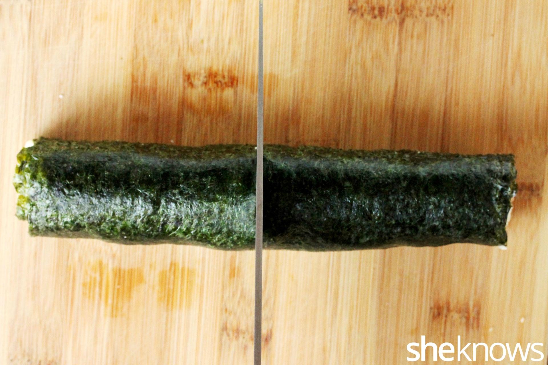cut-sushi-in-rolls