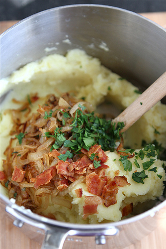 Mashed potatoes with caramelized onions and bacon