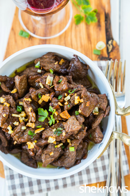 Garlicky beef tenderloin tips