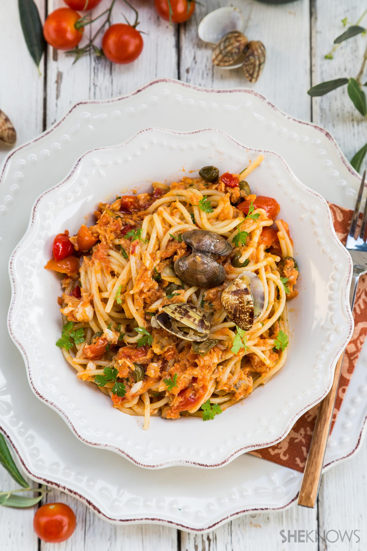 Spaghetti with seafood ragú recipe