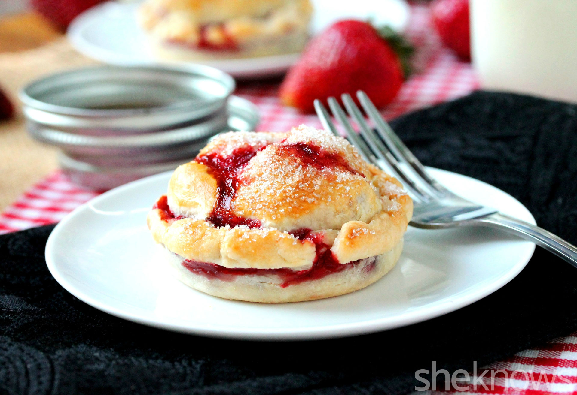 mason lid strawberry pie