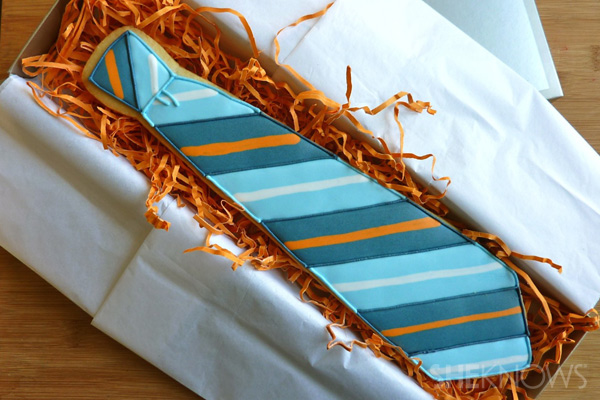Necktie Father's Day cookie in box