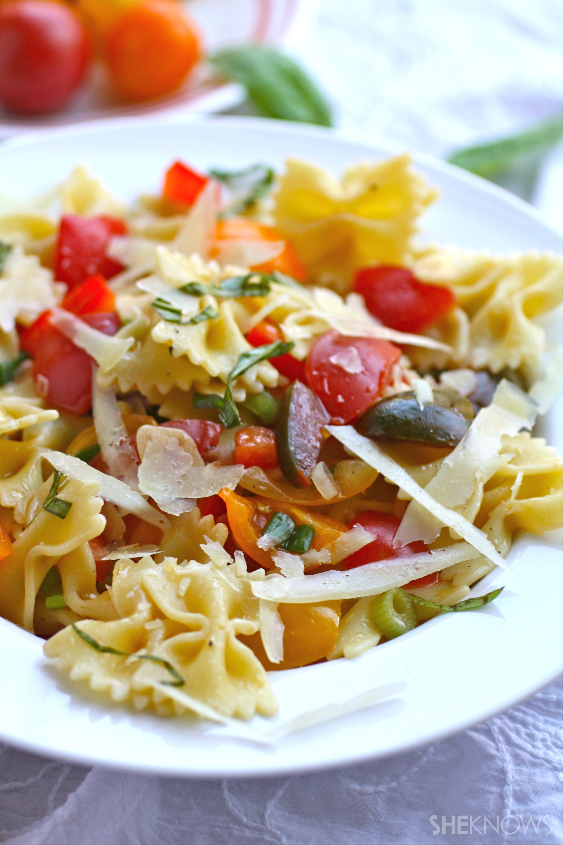 Pasta with fresh, no-cook sauce