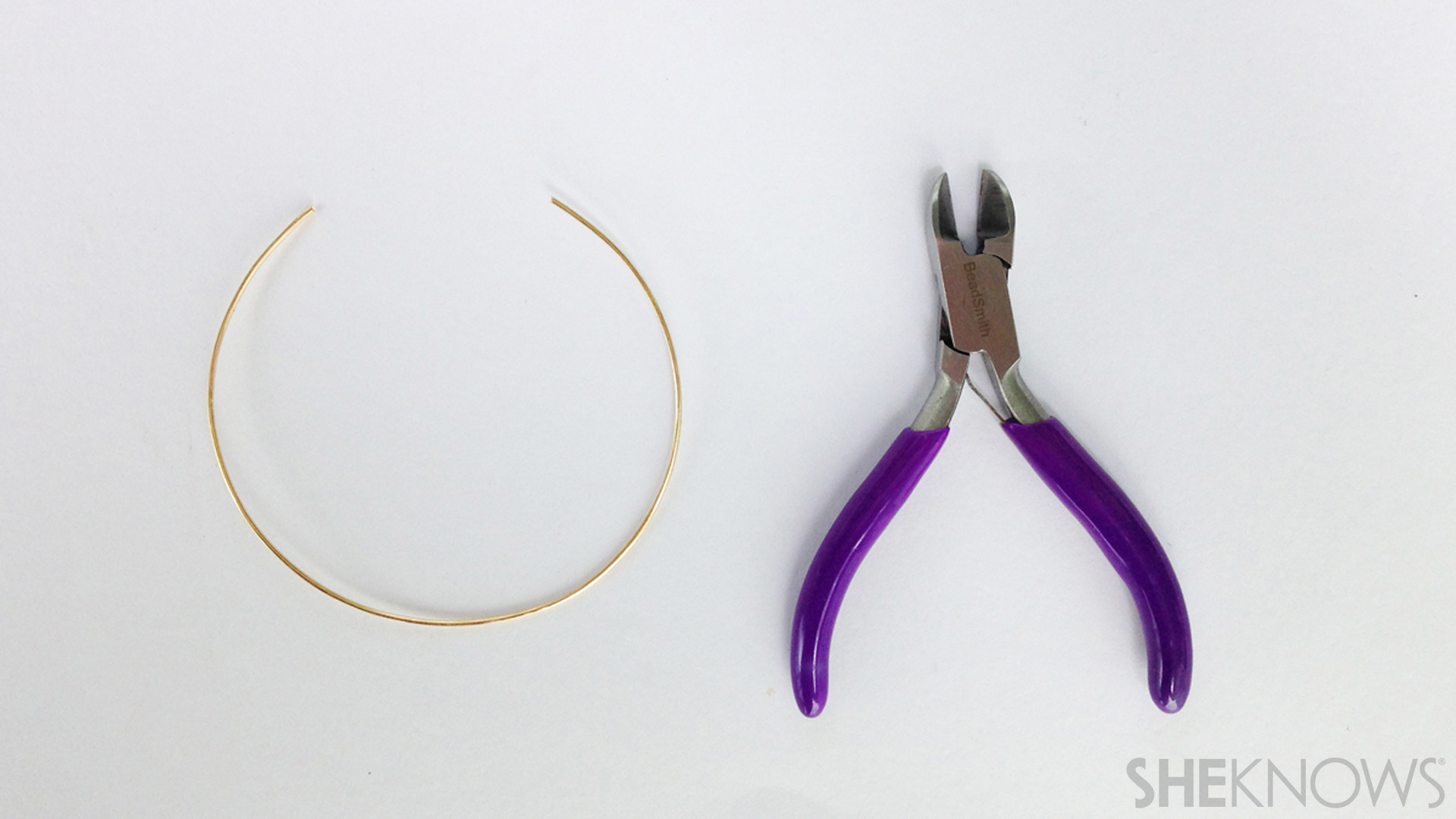 Measure and cut the wire for the bracelet