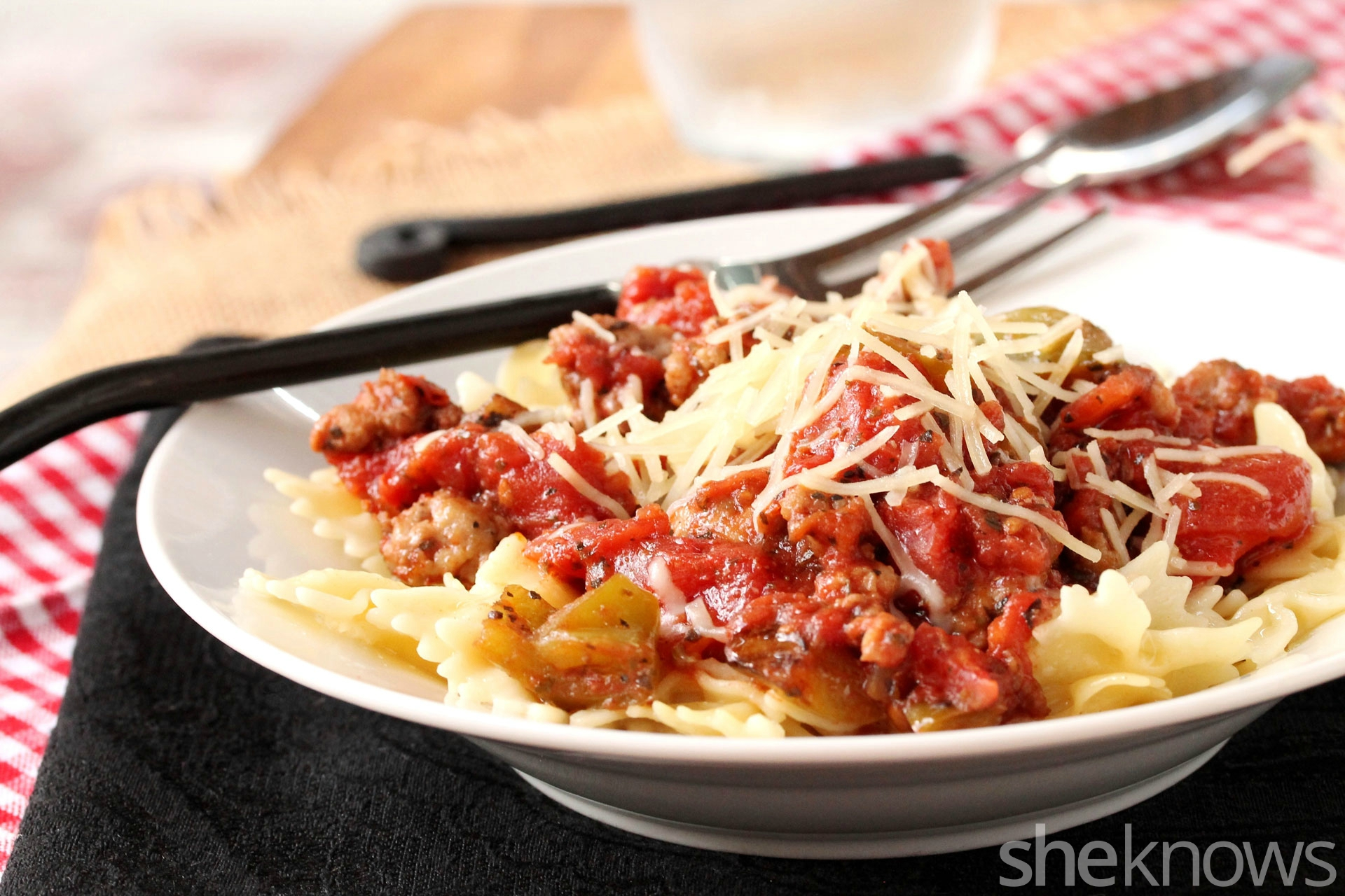 rosemary-oregano-tomato-bow-tie-sauce