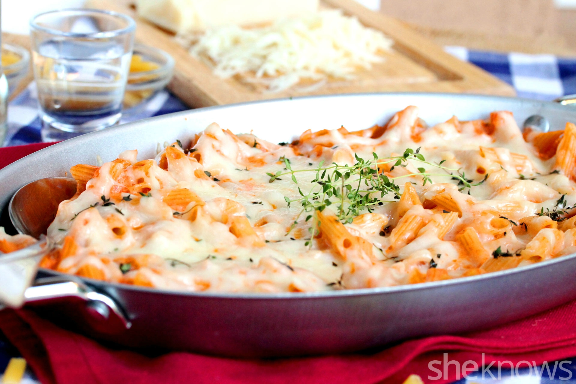 macaroni-and-cheese-with-vodka-in-pan