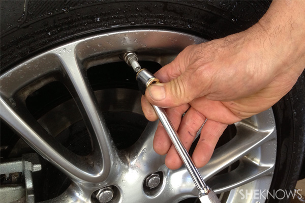 Refill tire with air pump
