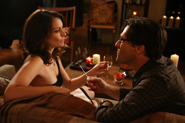 Tina Fey and Jon Hamm get cozy on 30 Rock