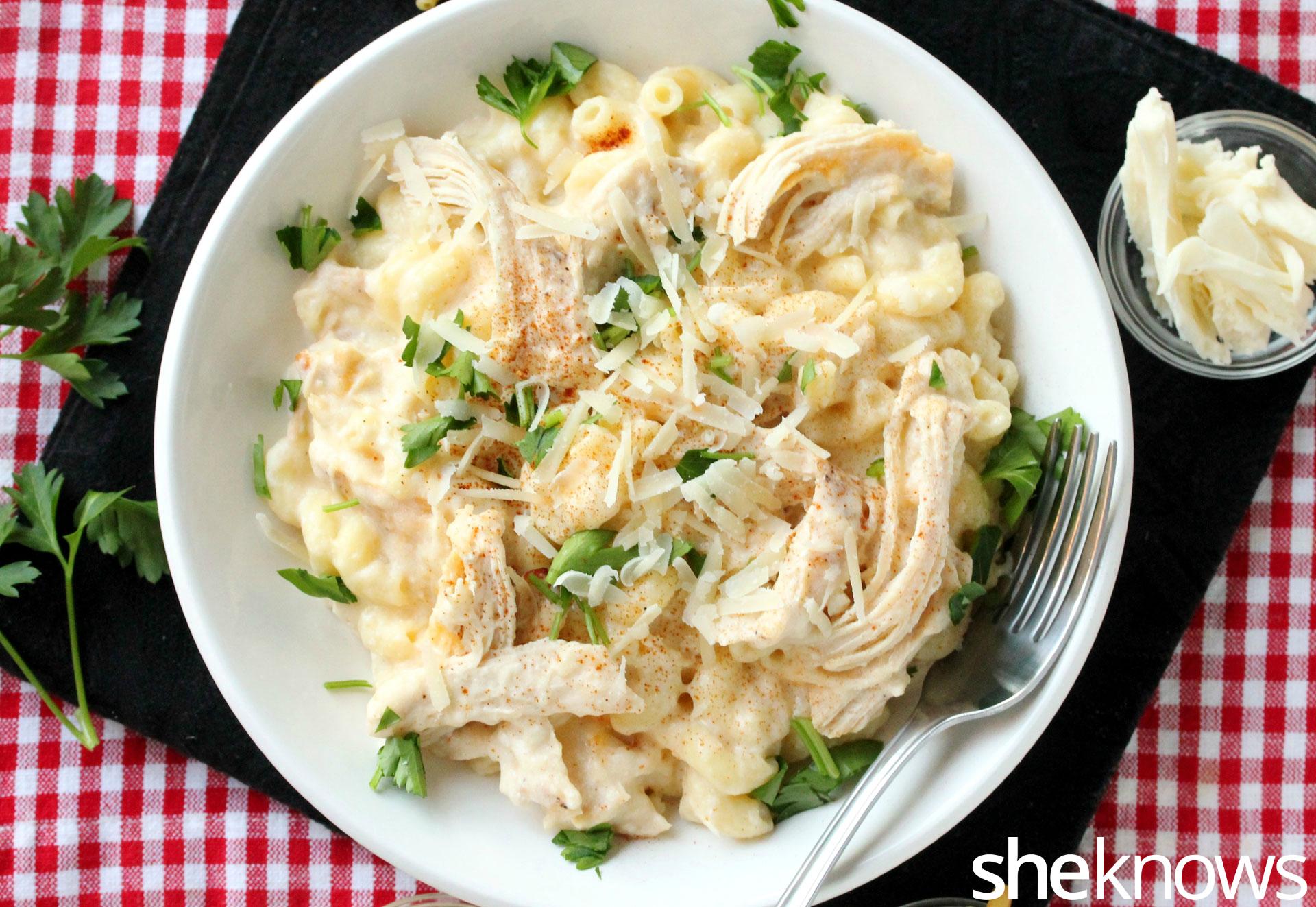 macaroni-alfredo-on-plate