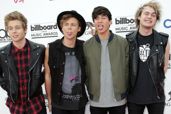 5 Seconds of Summer perform at Billboard Awards