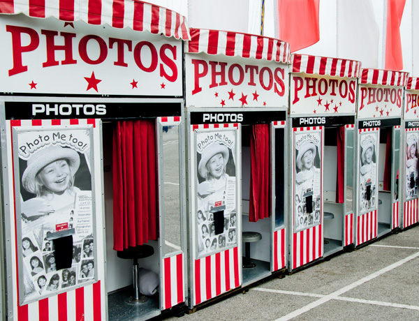 Valentines day dates that won't happen: Photo booth moment