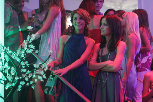 Grimes (left) is ready to take in the 90210 scene