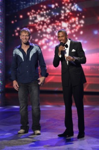 Singer Skinner and host Cannon