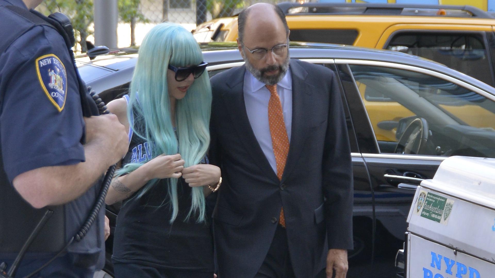Amanda Bynes with blue hair