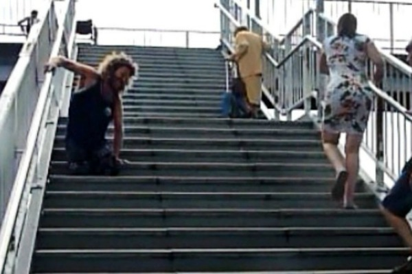 Amputee struggles up flight of stairs at NSW railway station