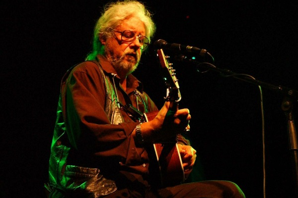 Arlo Guthrie pays tribute to late Pete Seeger