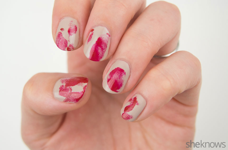 Bloody finger prints nail design: Step 4