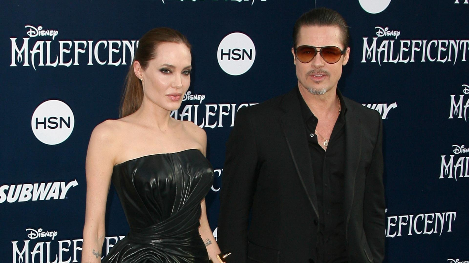 Brad Pitt and Angelina Jolie tie the knot
