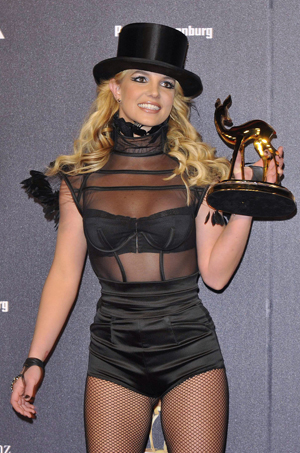 Britney picks up a Bambi award in Germany