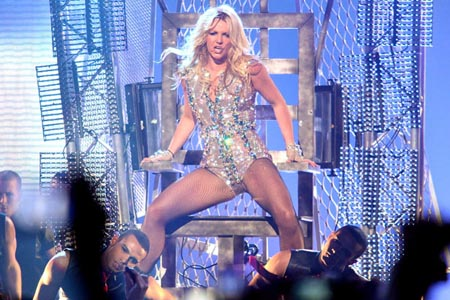 Who should tour with Britney?