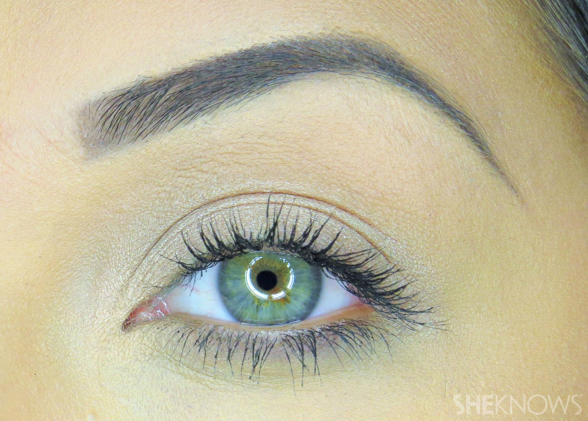 Bronzed beauty Step 2 : Prime eyelid