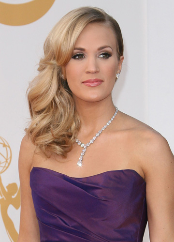 Carrie Underwood's side swept curl