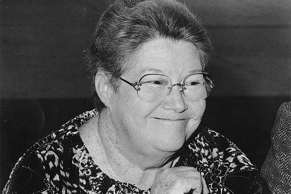Colleen McCullough dies, aged 77