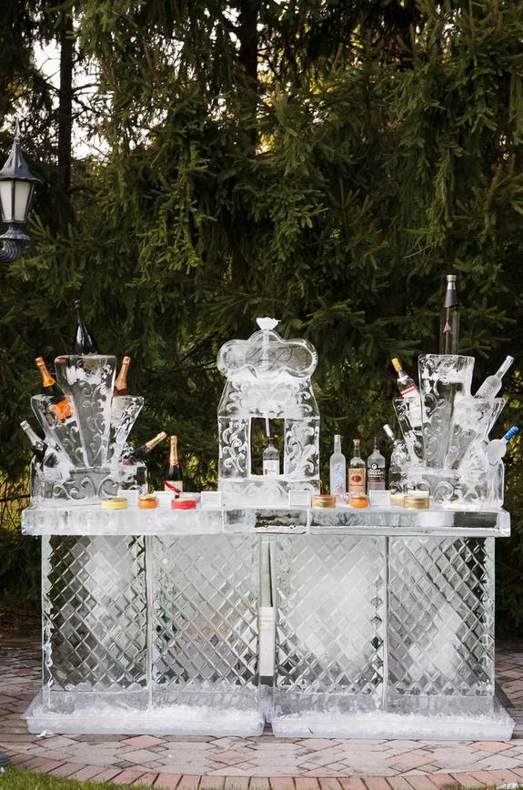 Amazing Winter Wedding Pro Tips | Consider Ice Sculptures