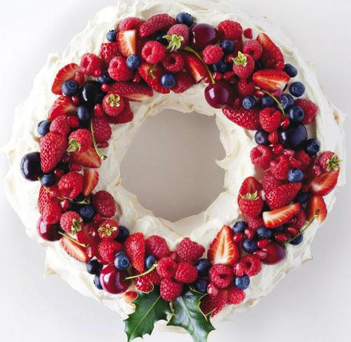 Edible pavlova wreath