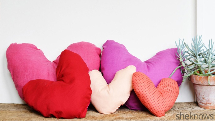 Sweet and simple DIY heart pillow