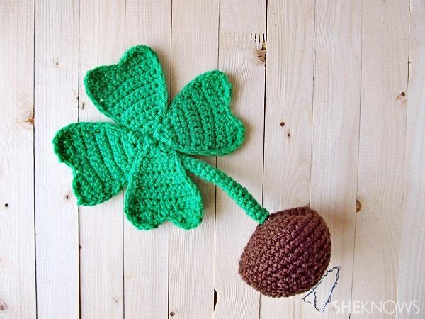 four-leafed crocheted clover: Stem