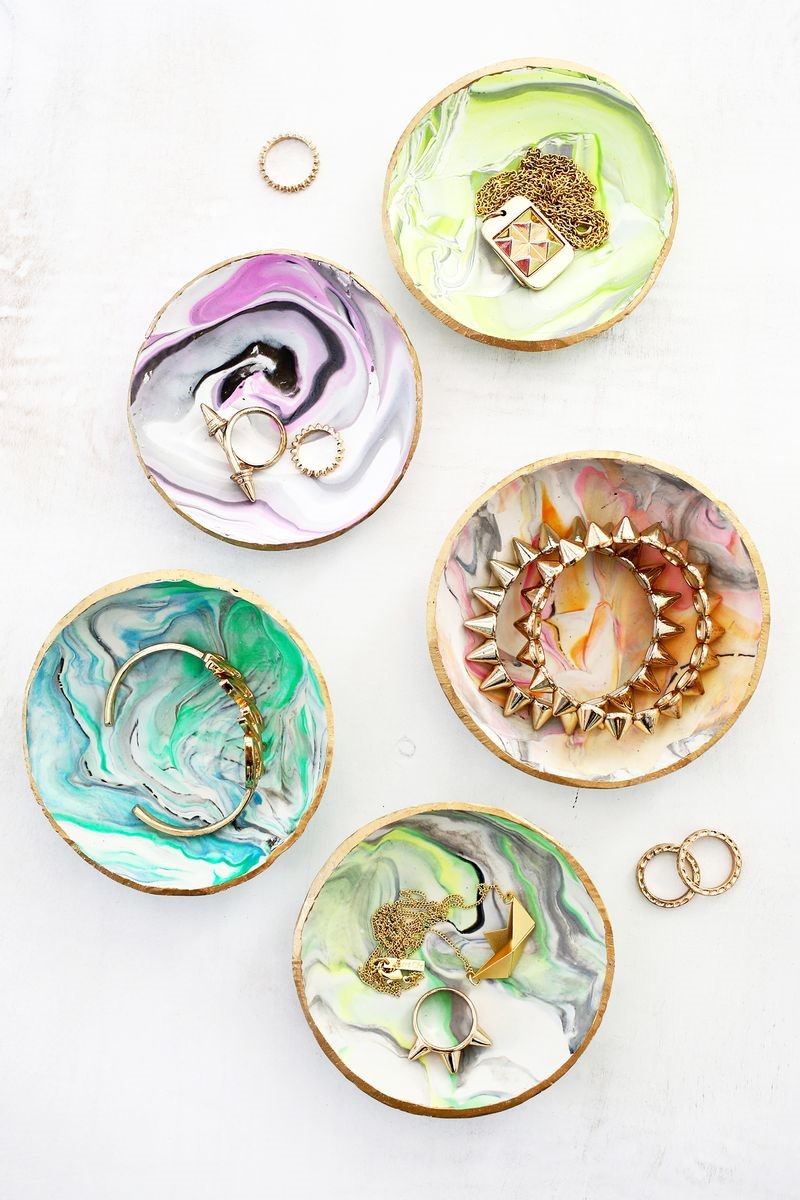 DIY Mother's Day Gifts: DIY Marbled Clay Trinket Dish