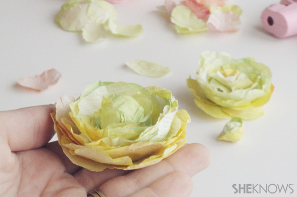 DIY Ranunculus flowers: Repeat all the above steps for a full bouquet