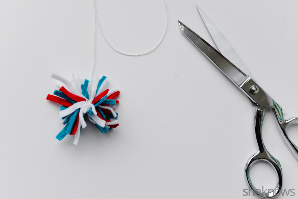 DIY felt ornaments Pompom: Step 3