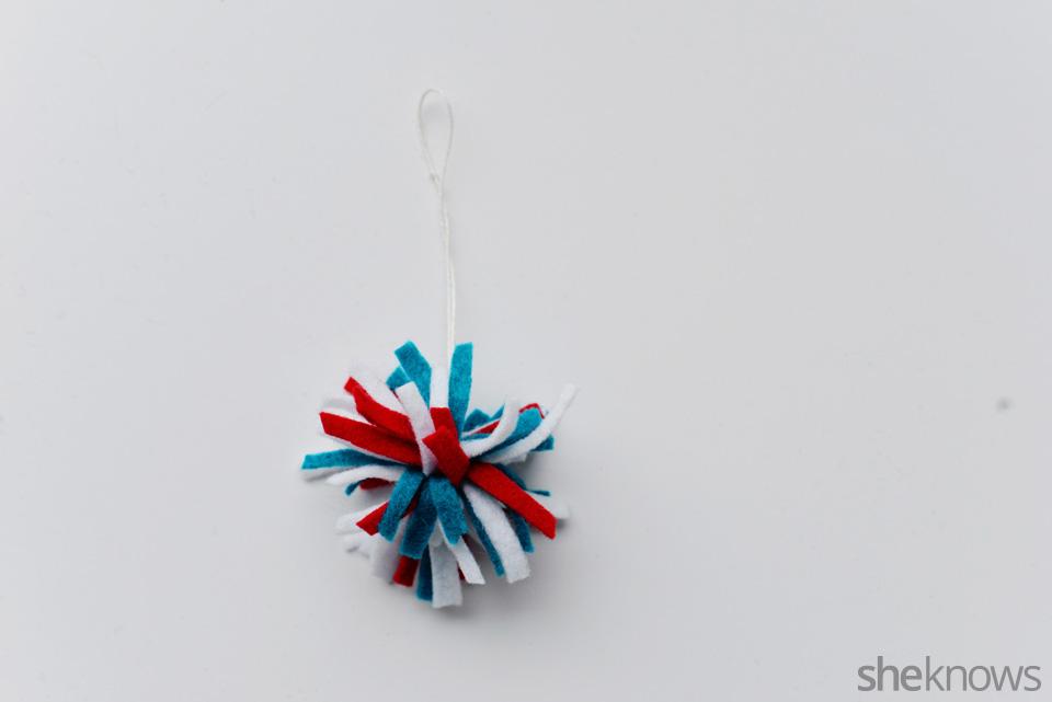 DIY felt ornaments Pompom: Step 2